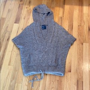 American Eagle pullover hooded shirt sleeve top